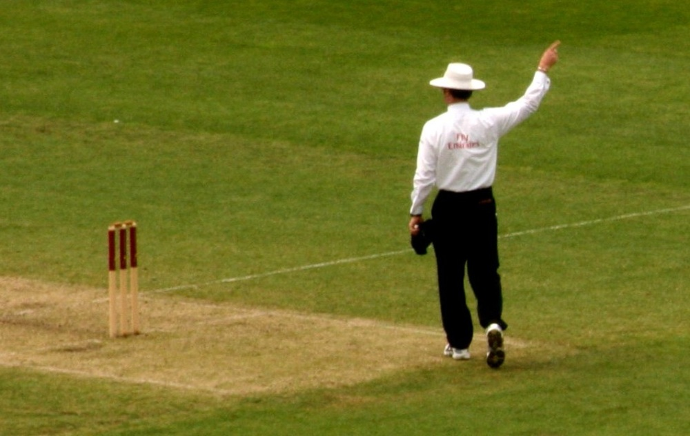 Cricket_Umpire